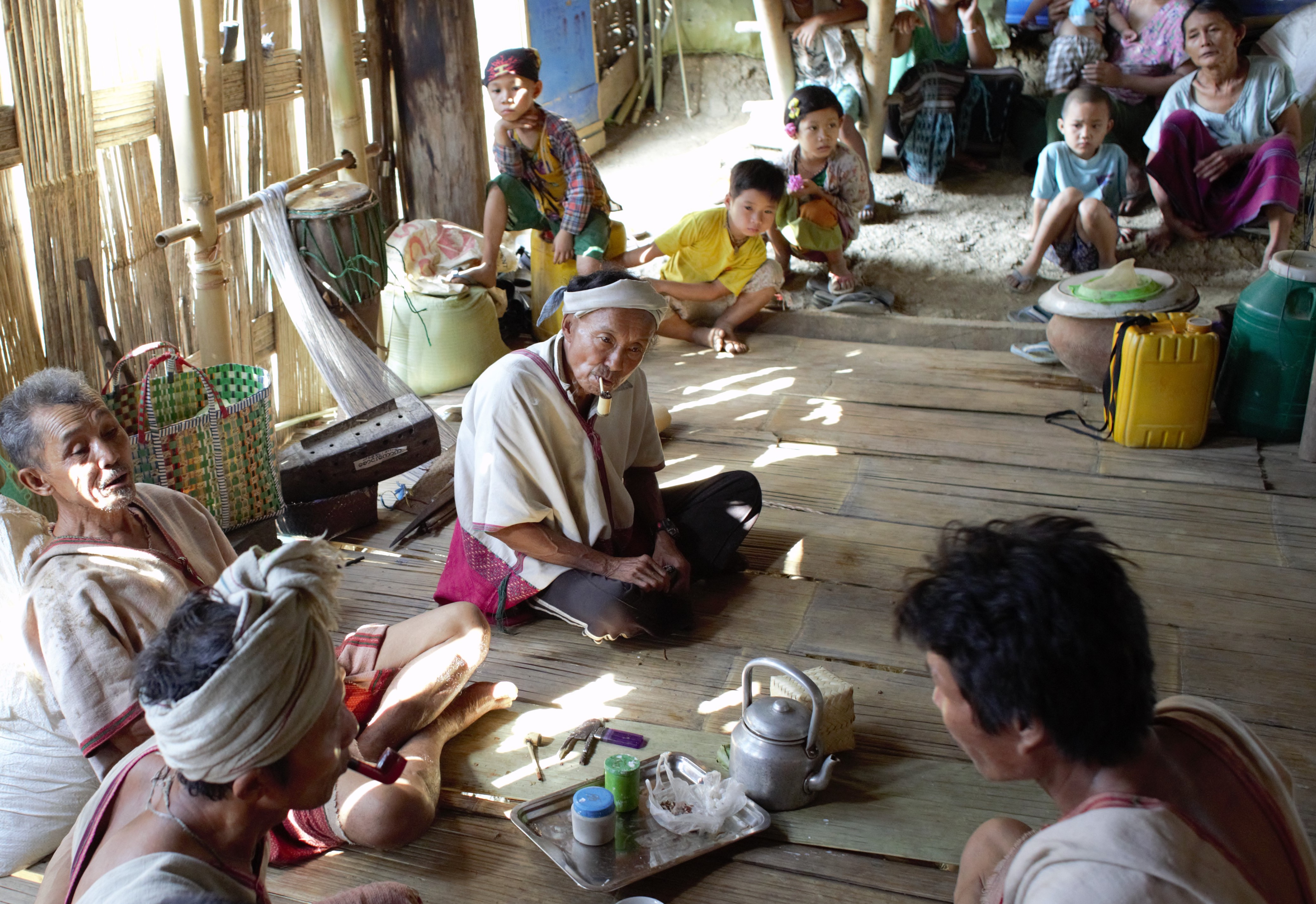 Community, part of the Karen people. Photo: Alejandro Parellada